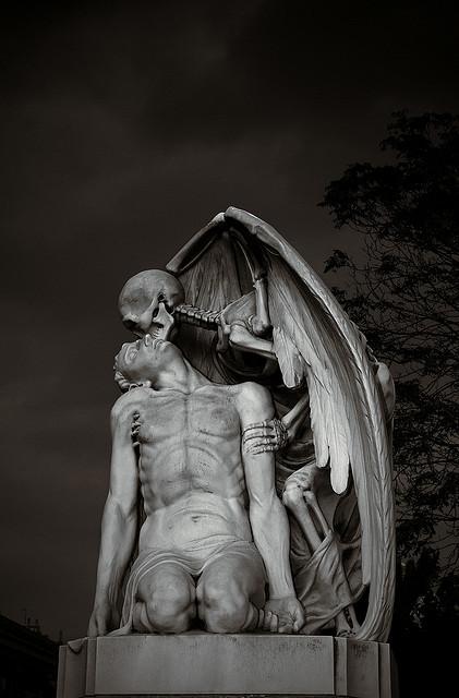 El beso de la muerte. Foto: MC SimonE