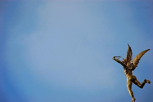 """""""Libre"""", foto tomada en la Plaza de la Bastilla, Paris por Andres Azp"""