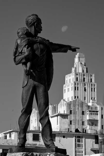 Estatua de Josá Martí en La Habana, señanalando hacia la Embajada de Estados Unidos. Foto:  Howard Ignatius